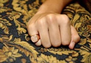 Почему от золота остаются черные следы на коже