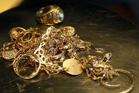 Сколько стоит лом золота 585 пробы  стоимость металла за один грамм f439972fd4f