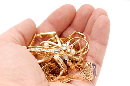 Цена золота в ломбарде, сколько стоит грамм, курс и расценки на ... 844e4f2d31e