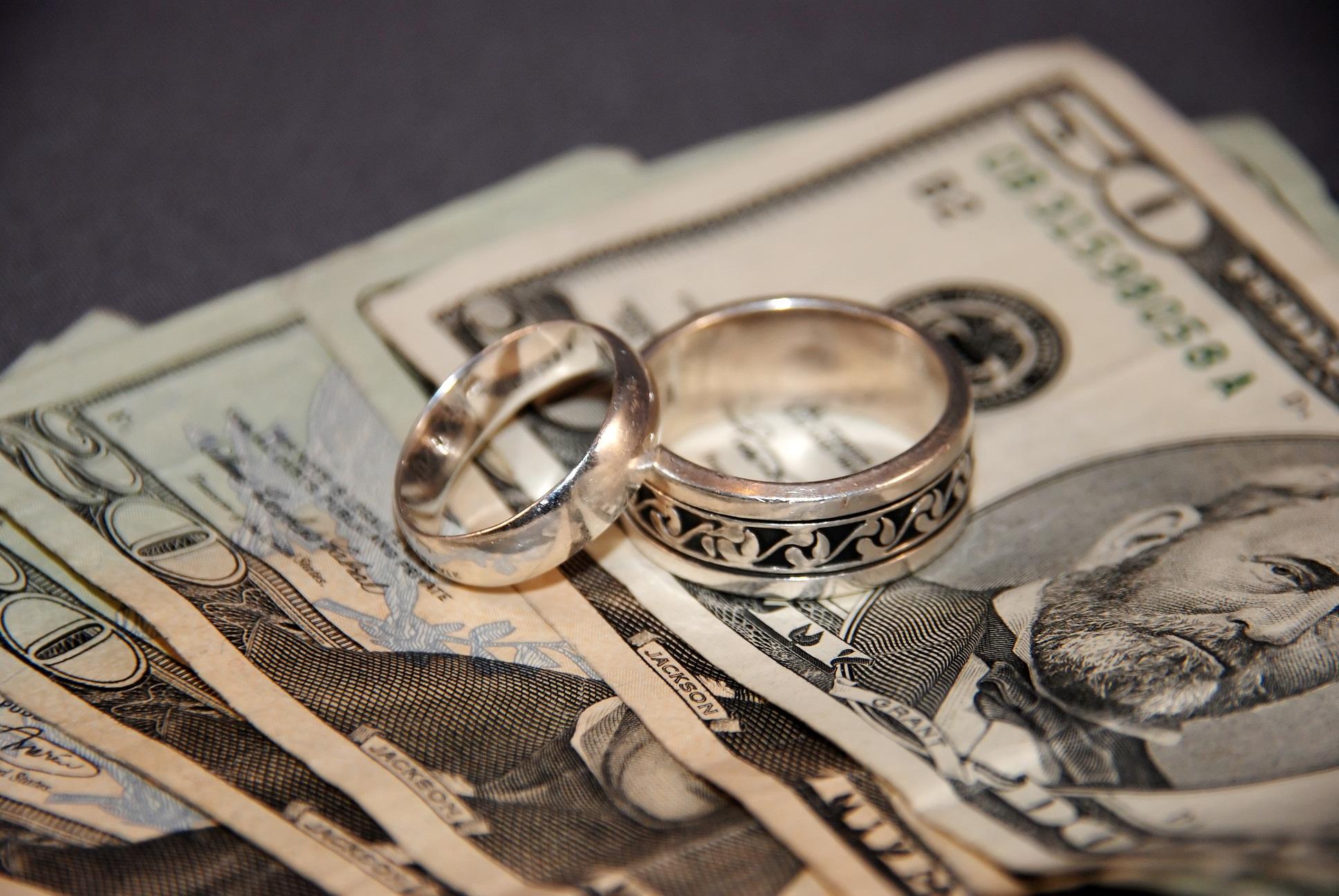 Доллары и украшения