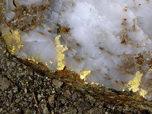 Золото в земле