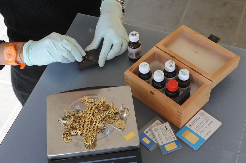 Проверка золота в ломбарде