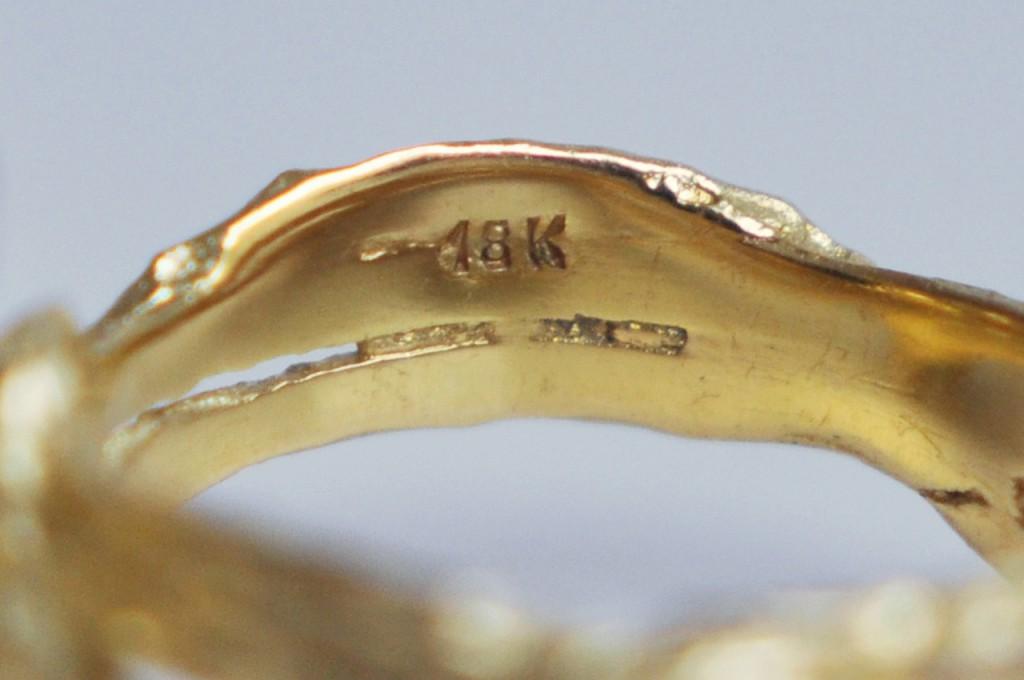 В состав его входит серебро в большем количестве, чем в отечественных изделиях.