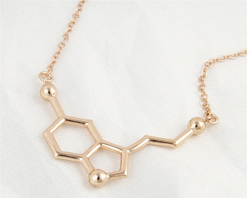 Браслет из золота в виде химического соединения