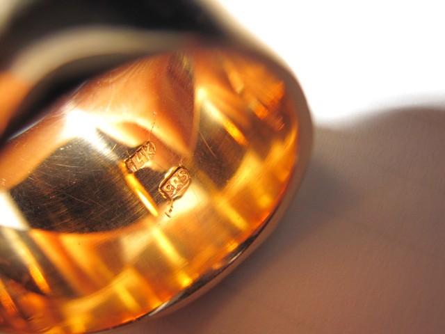Клеймо на кольце из золота