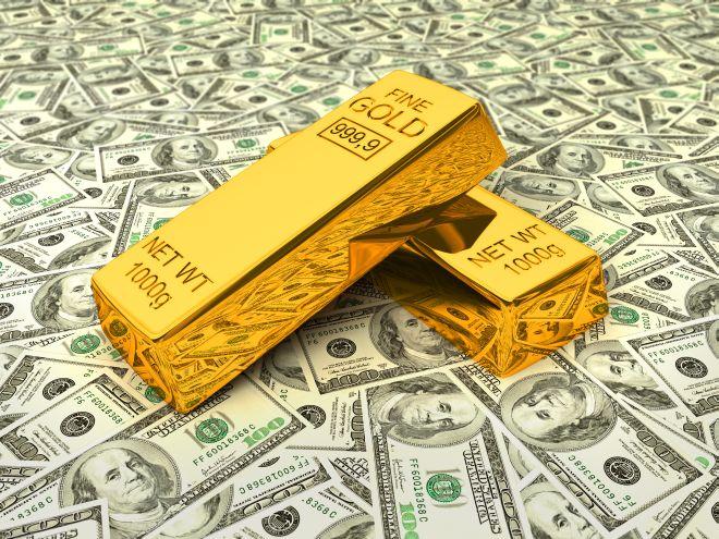 Золотые слитки и доллары