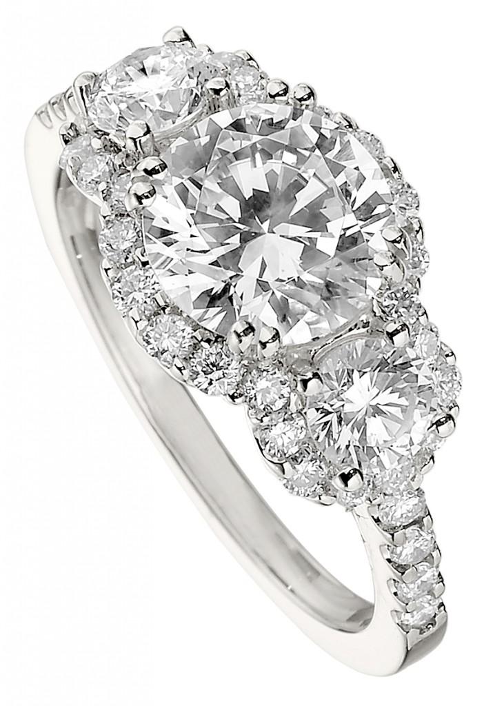 Россыпь бриллиантов на кольце