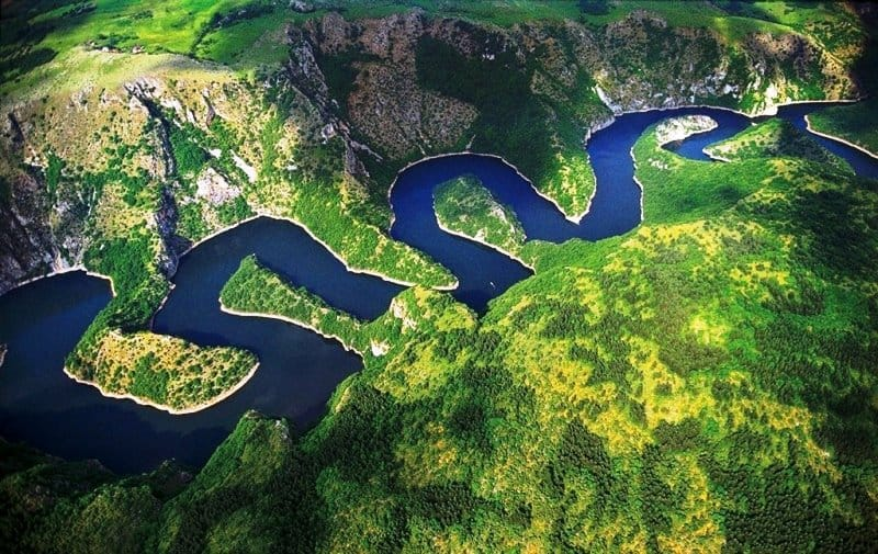 поиск золота на повороте рек