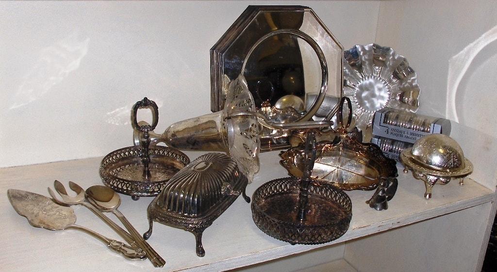 разные серебряные предметы